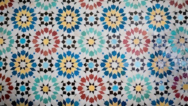 Fregi e mosaici: matematica tra arte e natura