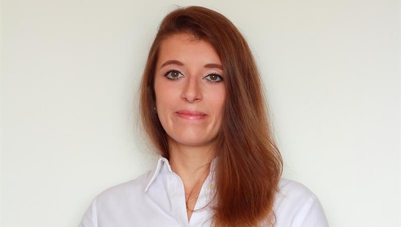 La neolaureata Emilia Carbone vince la prima edizione del premio con.Scienze.
